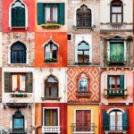 Arquitectura de Venecia en fachadas puertas y ventanas